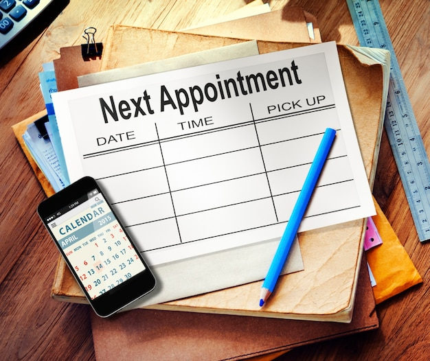 Dokumentacja i telefon komórkowy używany do planowania