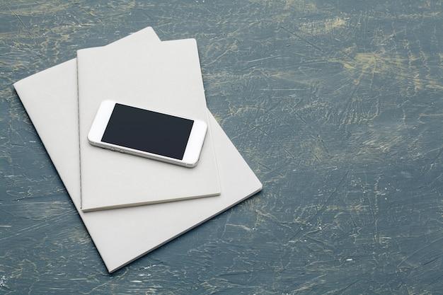 Dokumenty biznesowe i smartfon