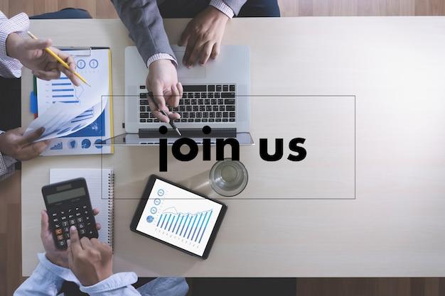 Dołącz do nas koncepcja biznesmen pracuje w biurze dołącz do naszego zespołu