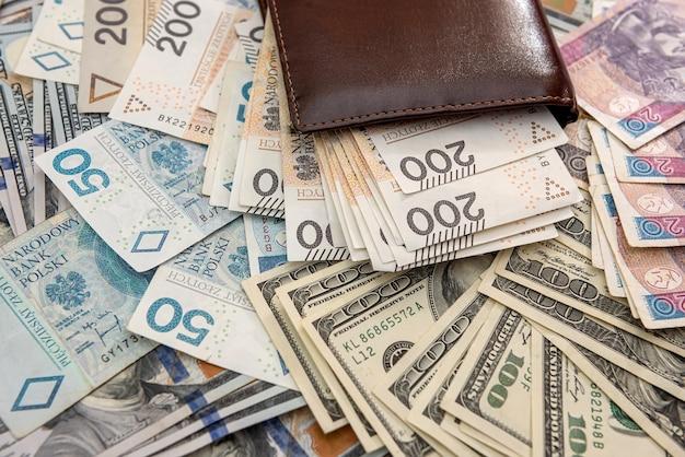 Dolar amerykański z polskimi rachunkami złotymi portfel biznesowy, wymiana