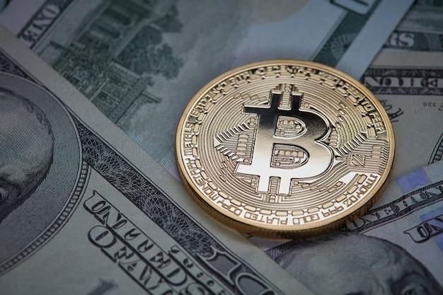 Dolarowe i złote monety bitcoin
