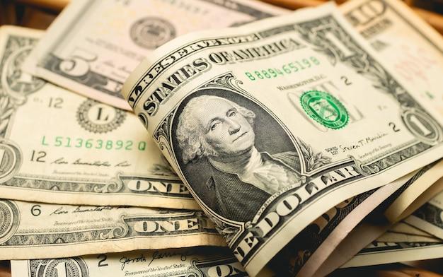 Dolary amerykańskie na stole na zdjęciu zbliżeniowym