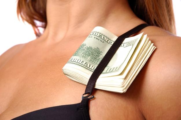 Dolary pod paskiem biustonosza kobiety