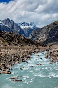 Dolina lahaul w indyjskich himalajach w indiach