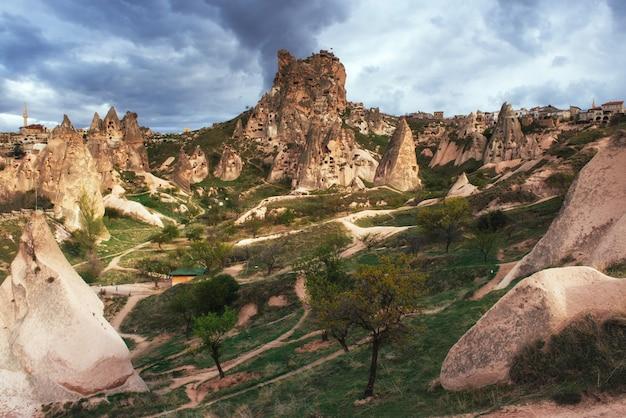 Dolina miłości w lecie, göreme, kapadocja, turcja