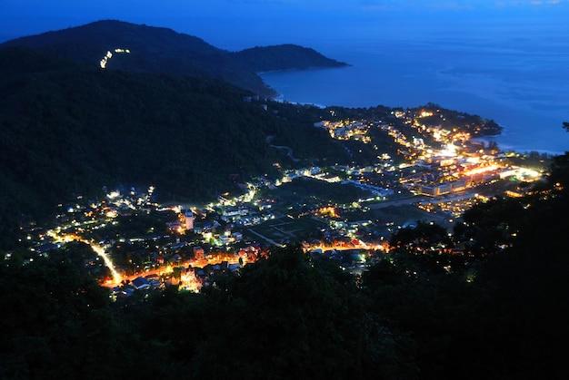 Dolina w nocy