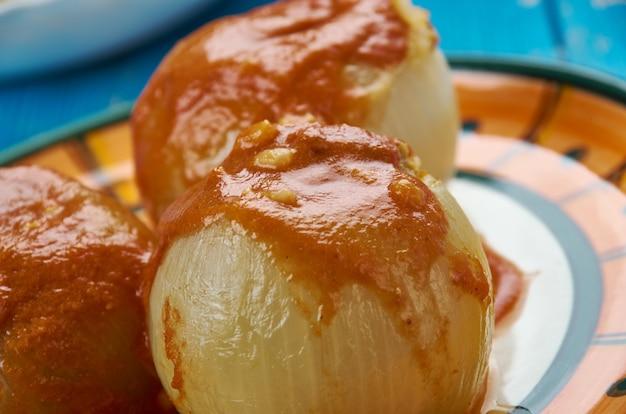 Dolma mahshi - nadziewane irackie cebule z orzechami, jagnięciną i kuskusem