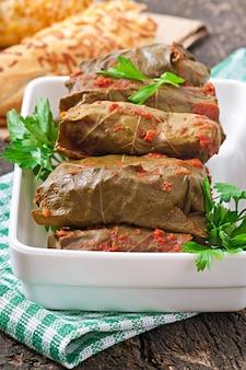 Dolma, nadziewane liście winogron, kuchnia turecka i grecka