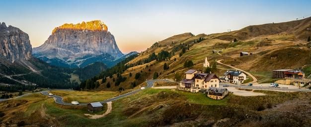 Dolomity włochy krajobraz - sassolungo langkofel