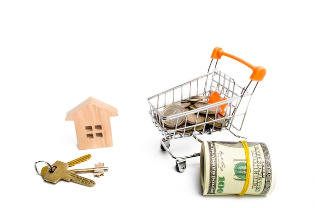 Dom i pieniądze na białym tle. pojęcie kupna i sprzedaży nieruchomości