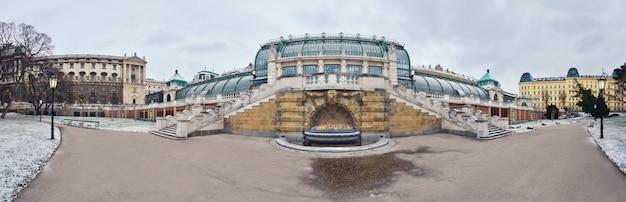 Dom motyla (schmetterlinghaus) w wiedniu w zimie, zdjęcie panoramiczne