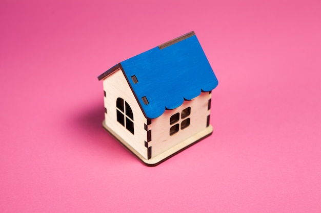 Dom na różowo. kupno domu