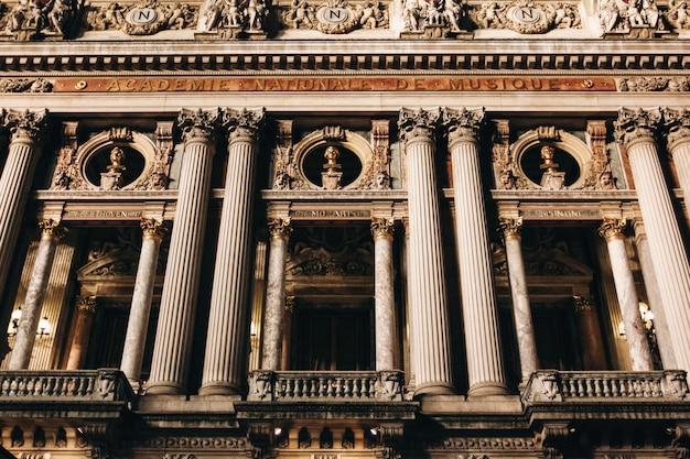 Dom opery garnier w paryżu w nocy