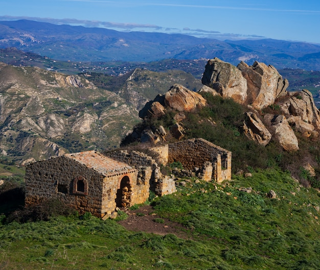 Dom wiejski na sycylijskiej wsi