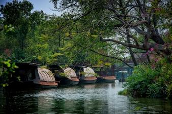 Domowa łódź w Tajlandia. Używany do przenoszenia ryżu w dawnych czasach.