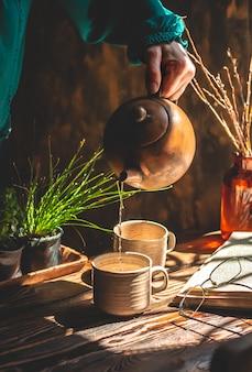 Domowa atmosfera herbaty brązowe tło