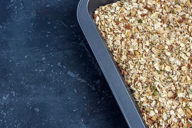Domowa kuchnia zdrowa wegetariańska przekąska granola, musli