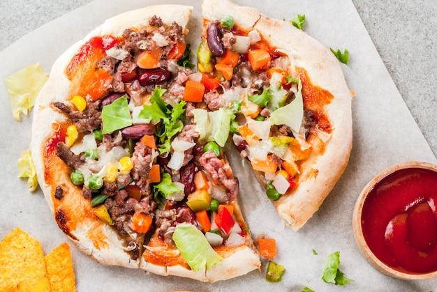 Domowa meksykańska taco pizza