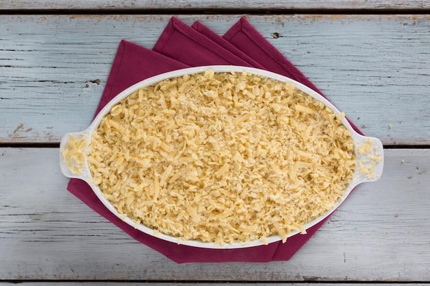 Domowa pieczona tarta śliwkowa, tradycyjna domowa kuchnia