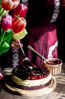 Domowa piekarnia z sernikiem wiśniowym