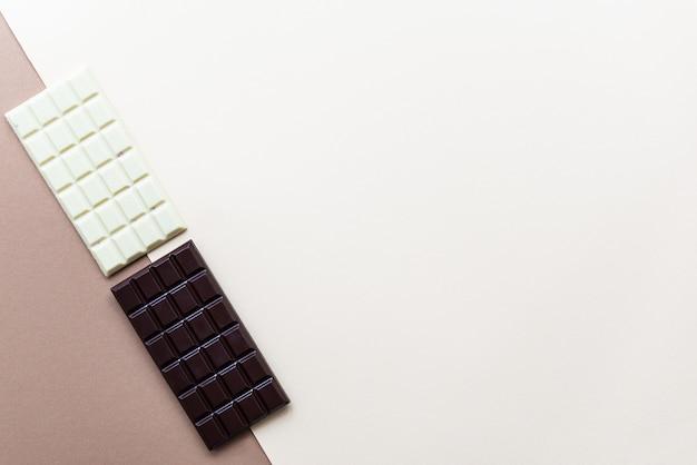 Domowe batony z białej i ciemnej czekolady