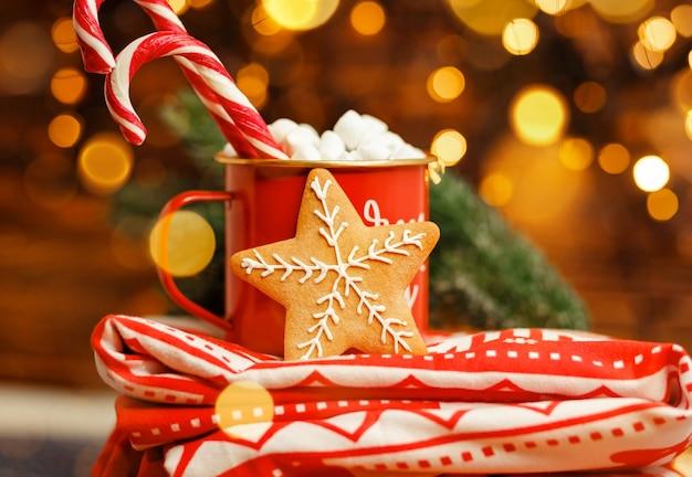 Domowe ciasteczka z piernika zimowa dekoracja świąteczna