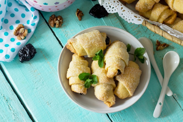 Domowe ciasteczka z suszonymi śliwkami i orzechami włoskimi