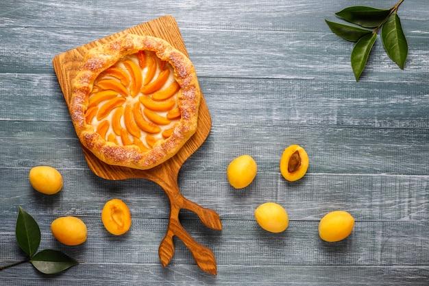 Domowe Galaretki Z Moreli Ze świeżymi Organicznymi Owocami Moreli. Darmowe Zdjęcia