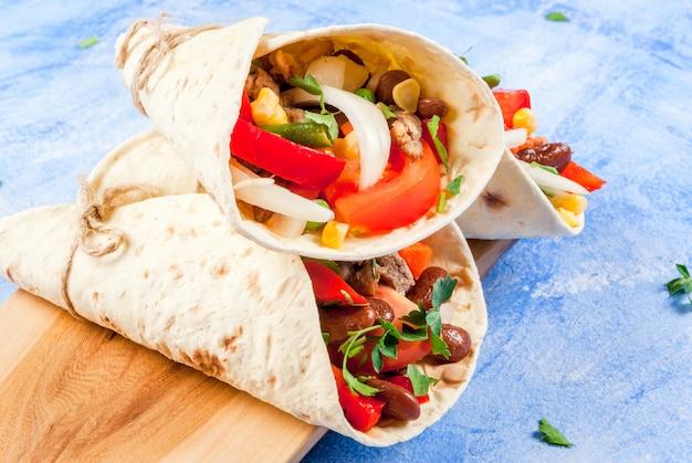 Domowe meksykańskie jedzenie, burrito
