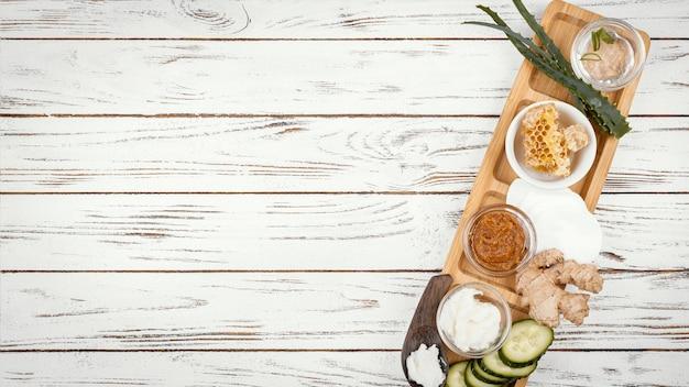 Domowe składniki do leczenia na drewnianym stole