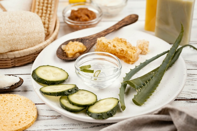 Domowe składniki do leczenia na talerzu