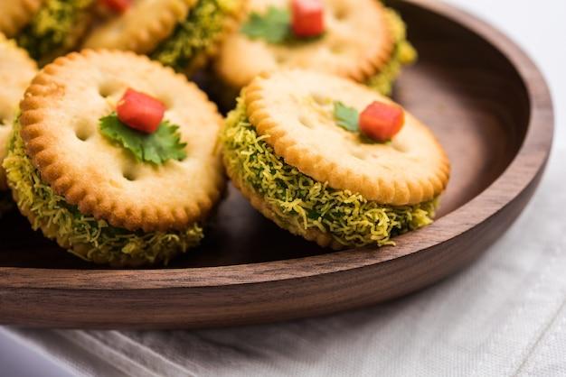 Domowe solone ciasteczka lub kanapka dla dzieci lub gapiów dla gości