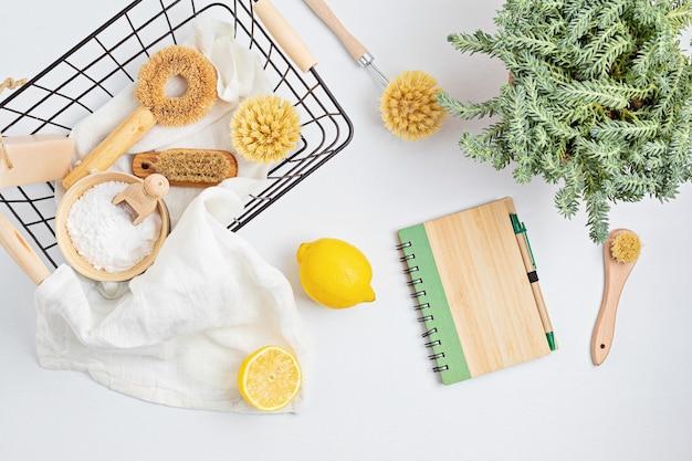 Domowe środki czystości nietoksyczne, naturalne produkty w koszyku