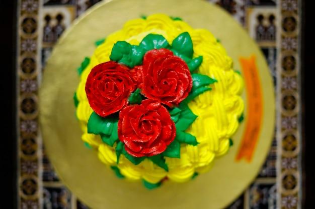Domowe udekoruj piękne kwiaty ciasta