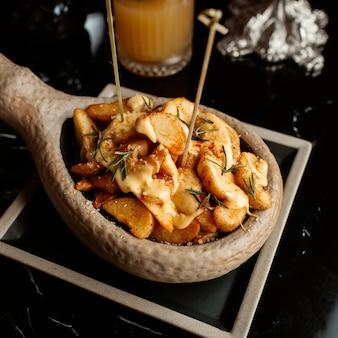 Domowe ziemniaki z serem