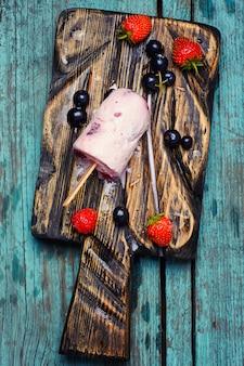 Domowej roboty truskawkowy lody