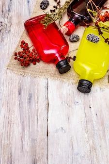 Domowy asortyment likierów jagodowych lub nalewki