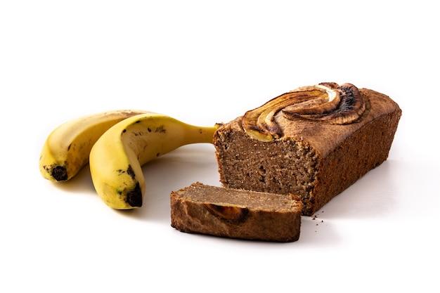 Domowy chleb bananowy na białym tle