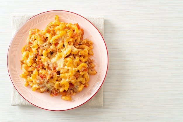Domowy makaron bolognese zapiekany z serem - po włosku