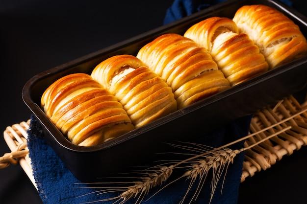 Domowy miękki chlebek z organicznej wełny