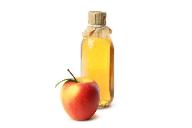 Domowy ocet jabłkowy na białym tle