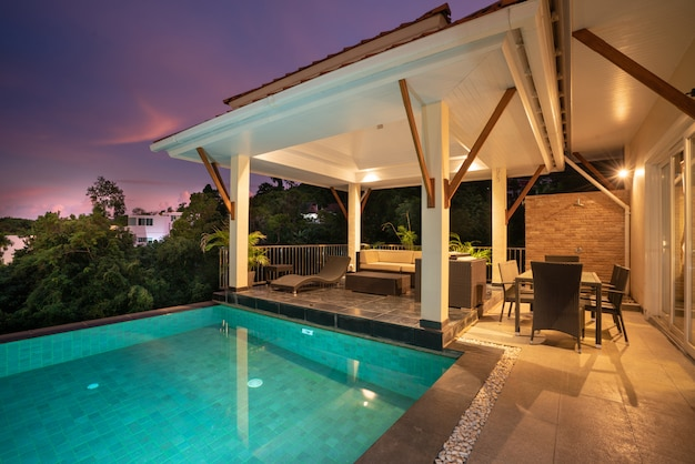 Domowy pawilon projektowy willi przy basenie