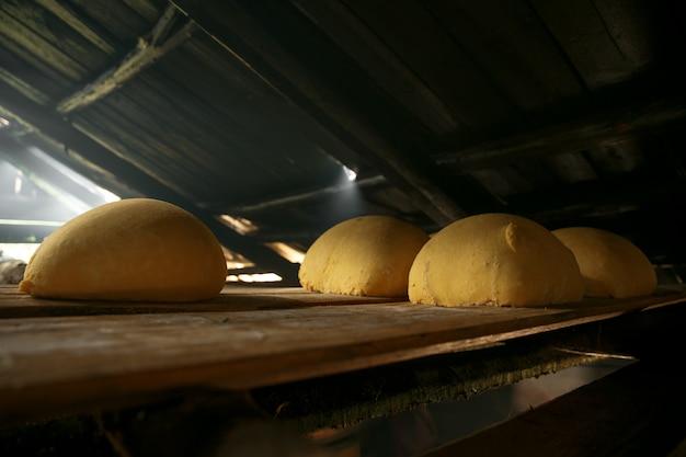 Domowy ser w rustykalnej fabryce