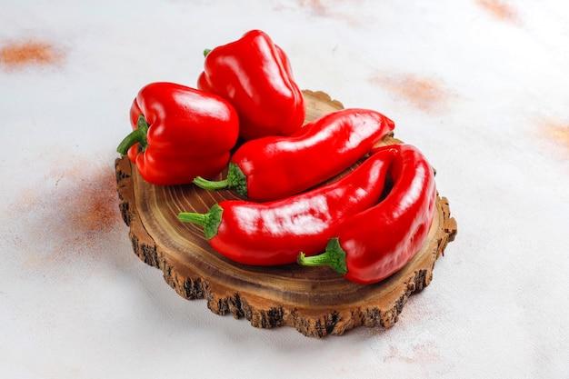 Domowy sos z czerwonej papryki.