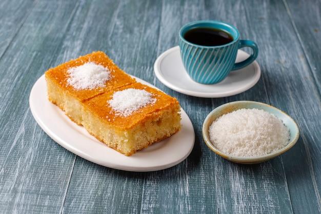 Domowy tort turecki deserowy z semoliny