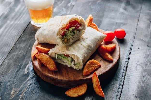 Doner kebab lub shawarma.