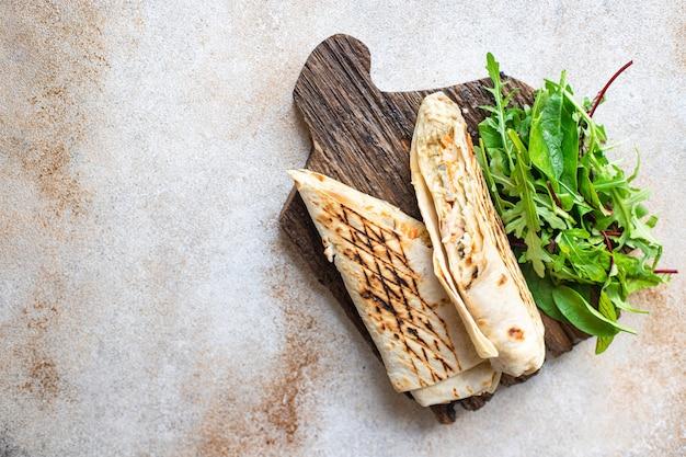 Doner kebab shawarma sandwich roll lub burrito sos warzywny taco