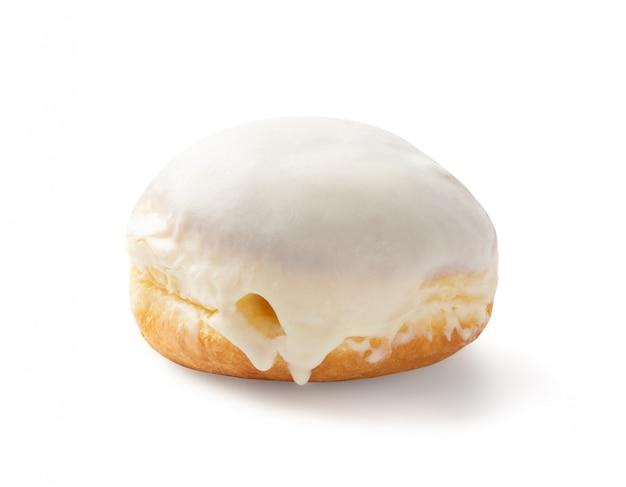 Donut berliner na białym tle na białym tle widok z boku. tradycyjne niemieckie pączki sufgania ze ścieżką przycinającą