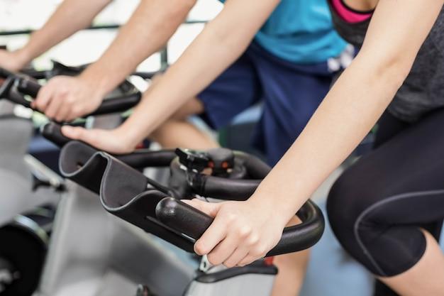 Dopasuj grupę osób korzystających z roweru treningowego w crossfit