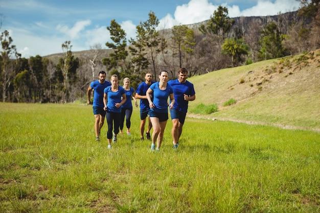 Dopasuj ludzi do biegania na obozie